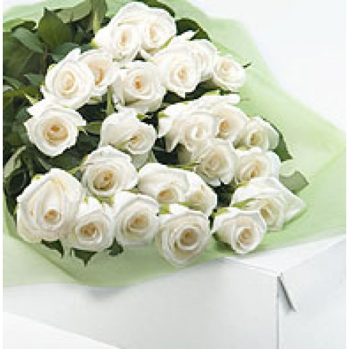Box of 12 white roses send gifts to philippines mysarisaristore box of 12 white roses mightylinksfo
